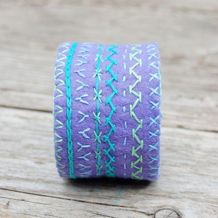 armband geborduurd vilt door studio paars