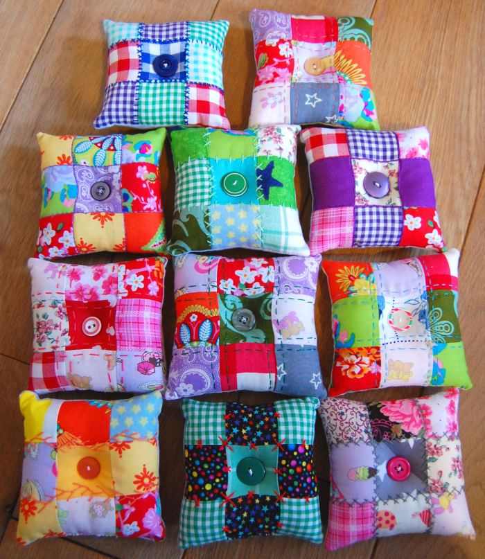 patchwork speldenkussentjes door studio paars