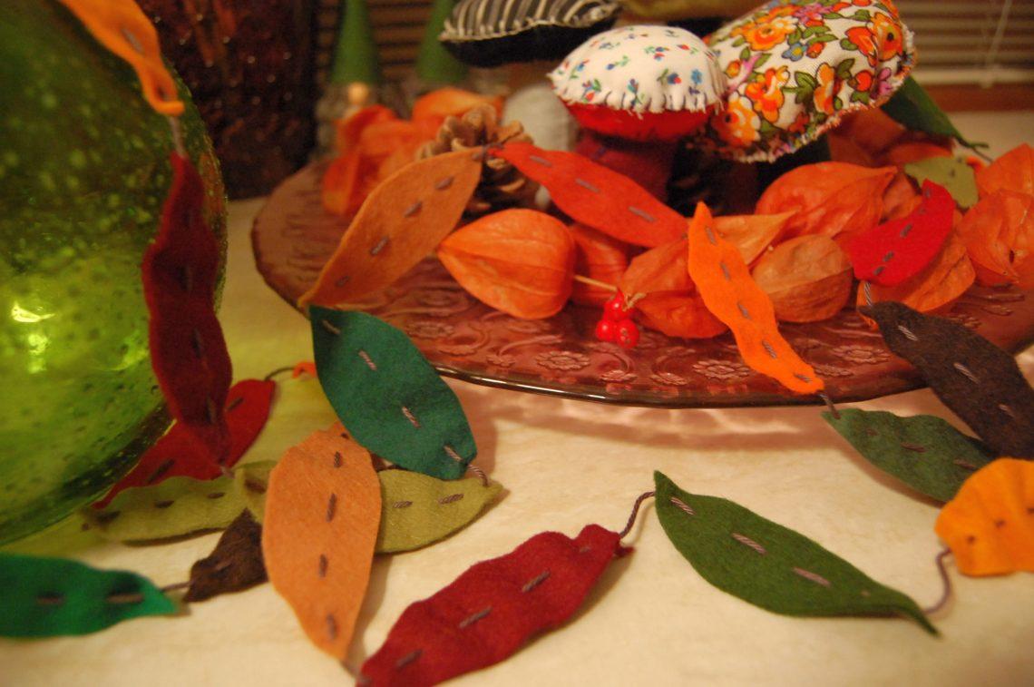 slinger herfst blaadjes van vilt door studio paars