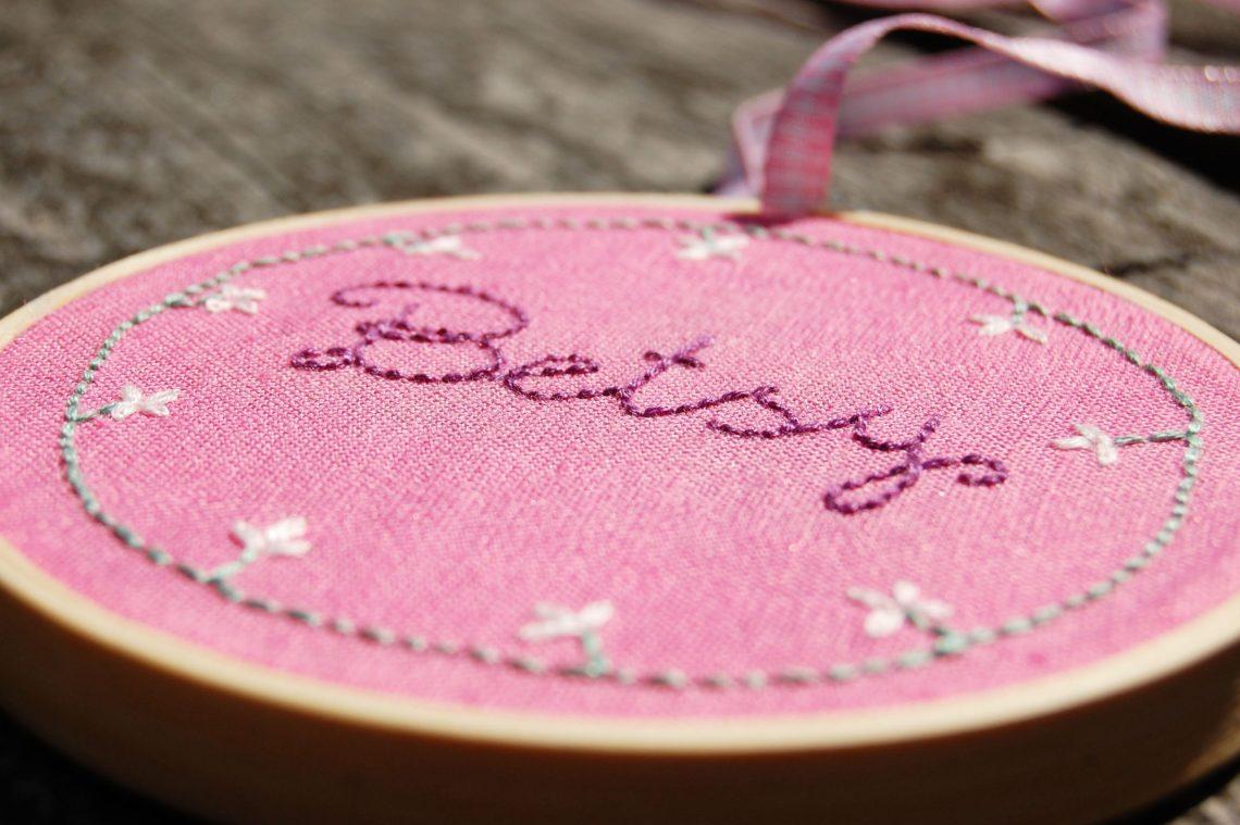 Betsy: borduurring maken met naam door studio paars