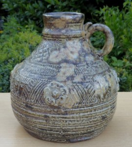 Denise Wren (1891 - 1979) handled bottle. The height is 17.0 cm (6.7 inches). Price: £275