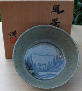 Hiroshi Kondo (1936 - 2012) Boxed brush decorated Kyo kashiki (bowl) with impressed seal mark. Height: 8.1 cm (3.2 inches). Maximum diameter: 19.3 cm (7.6 inches). Price: £225