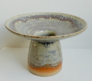Eric James Mellon stoneware footed vessel dated 1968 with ash glaze. Signature and glaze details on the base. The height is 8.4 cm (3.3 inches) and the diameter at the top is 12.2 cm (4.8 inches). Price £100