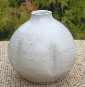 DL2 - David Leach small stoneware globular pot with subtle pink/purple tinge to the glaze. Personal seal. The height is 8.6 cm (3.4 inches) and the maximum diameter is 8.9 cm (3.5 inches). Price £145