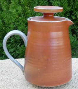 Guy Sydenham salt-glazed coffee pot. With personal mark + Corfe mark used from 1968 until 1988. The height to the top of the knob is 17.8 cm (7.0 inches). £75