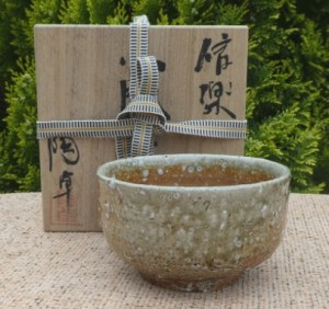 BW19: Totaku wood-fired Shigaraki chawan with signed wooden box. The height is 6.9 cm (2.7 inches) and the maximum external diameter 11.4 cm (4.5 inches). £175