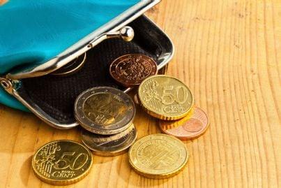 portamonete con pochi centesimi di euro