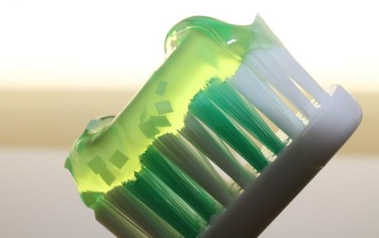 Dentifrici bio, sostanze chimiche addio