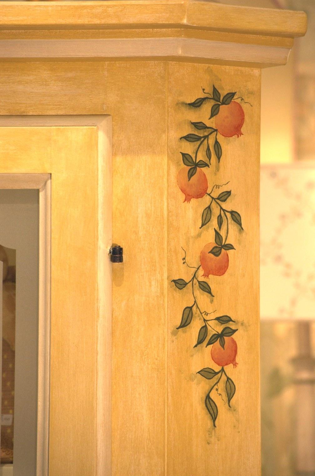 mobili decorati a mano a Trieste  studio dinterni gtf