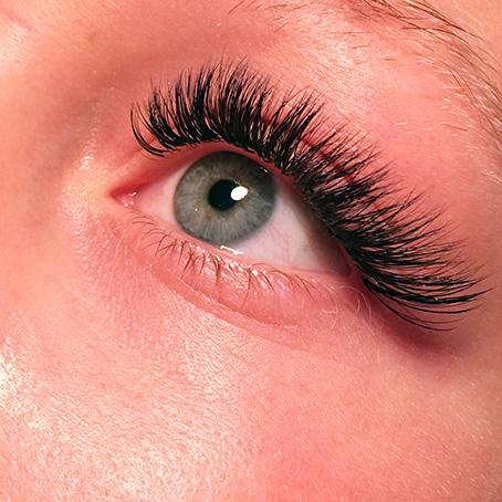 Fransförlängning med volyme lashes.