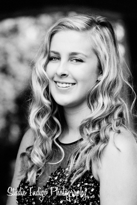 Beautiful black and white portrait of Becca at the Rose Garden in Olbrich Gardens. Becca is a member of the 2016 verona junior prom court and looks gorgeous in this black and white headshot.