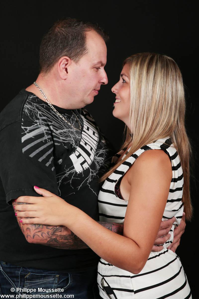 Couple qui s'enlace
