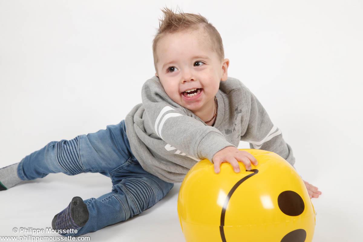 Bébé et bonhomme sourire