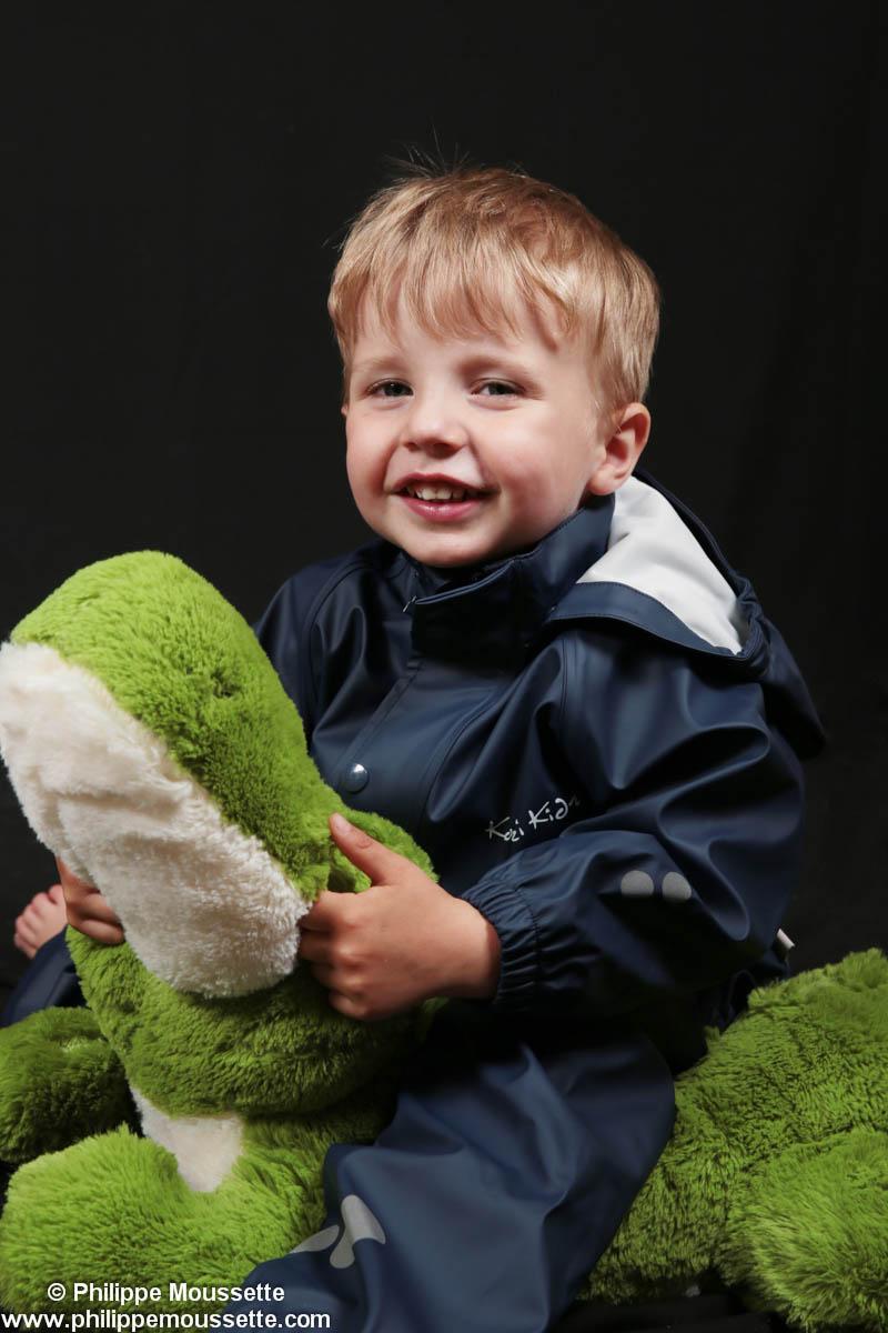 Bébé avec grenouille