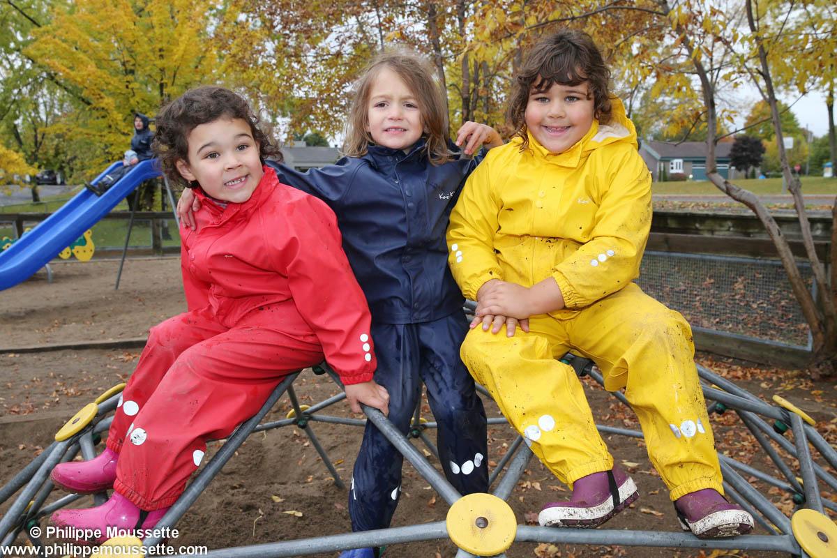 Trois filles avec leurs impers dans un jeu