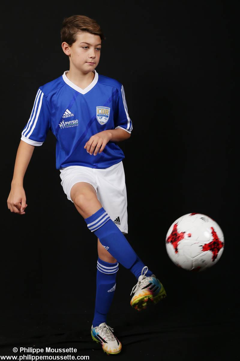 Jeune avec son équipement de soccer