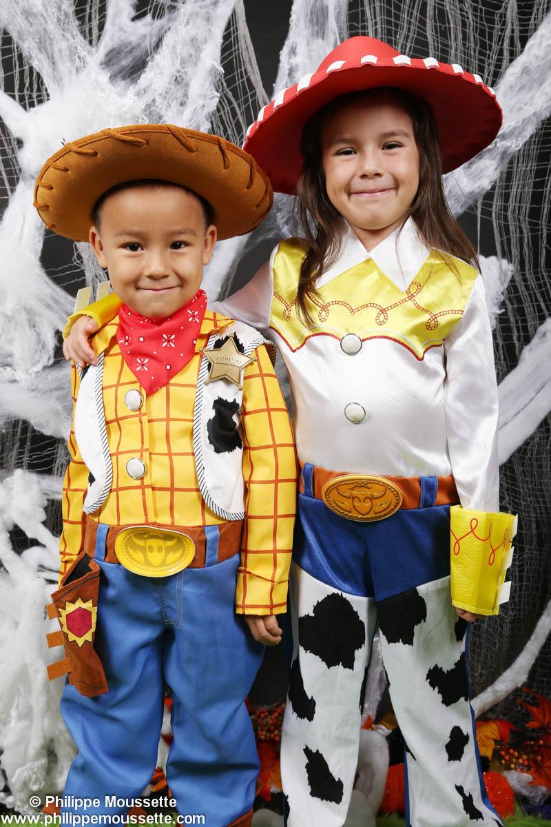 Enfants déguisés en cowboy