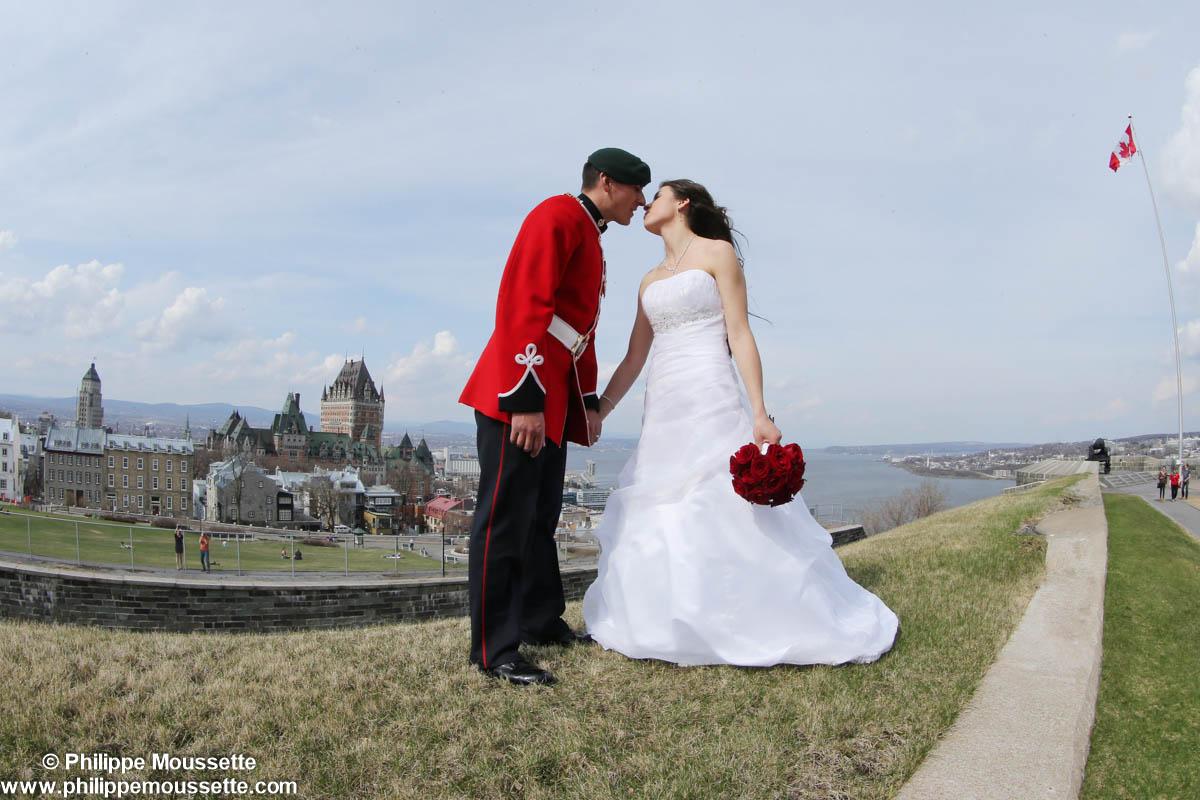 Mariés devant le Château FrontenacMariés devant le Château Frontenac
