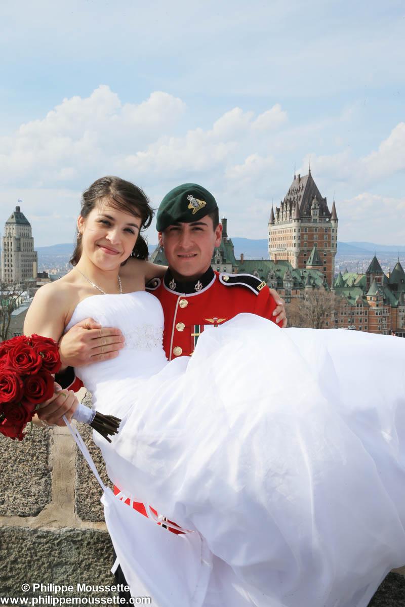 Mariés devant le Château Frontenac