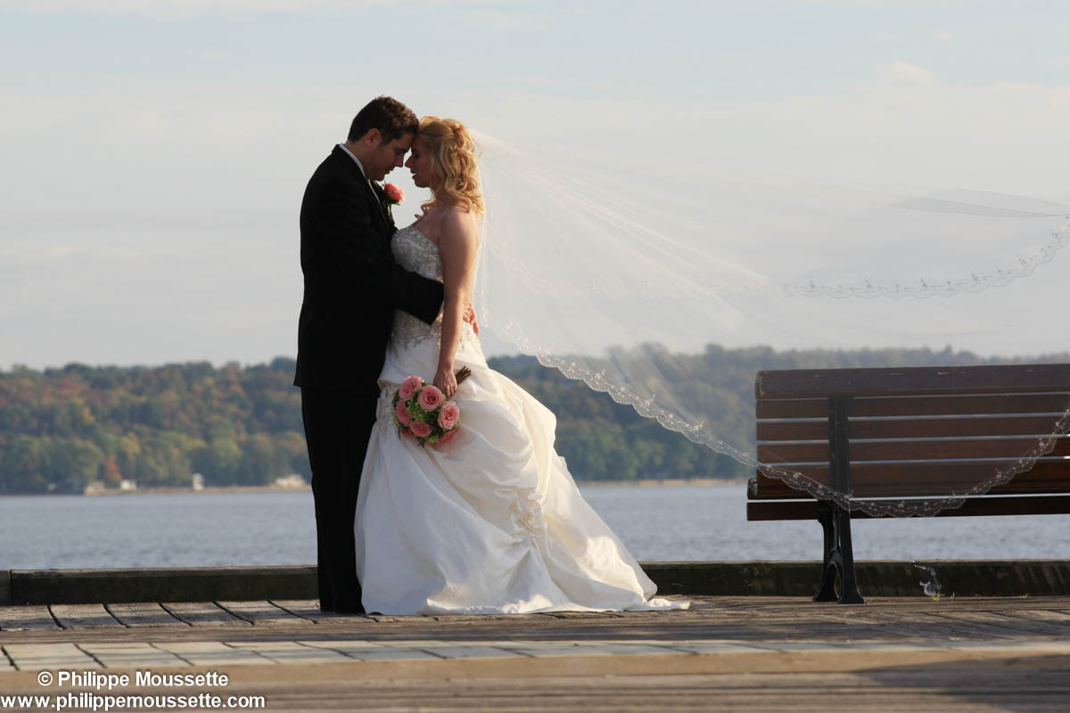 Mariés près du fleuve