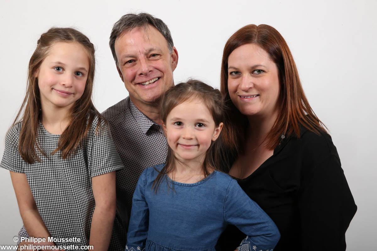 Papa maman et leurs deux filles