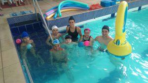 Turma de natação infantil