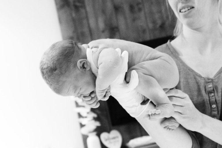 geboorte fotografie studio Pixxi design zwart wit geboren baby