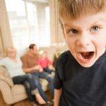 Il bambino scostumato: le 7 regole d'oro per educare i bambini