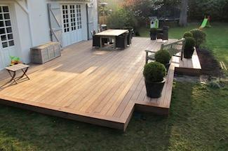 Studio De Jardin Avec Terrasse En Bois Et Escalier