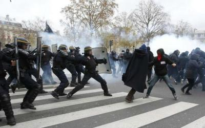Débattre de l'état d'urgence et des nouvelles lois anti-terroristes