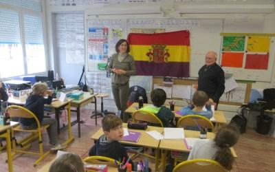 Des CE2 à la rencontre d'un réfugié espagnol de leur département