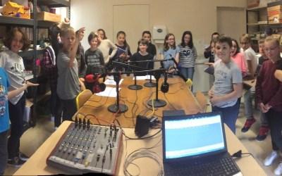 Les élèves de CM2 de l'école élémentaire de Savonnières deviennent de vrais animateurs radio !