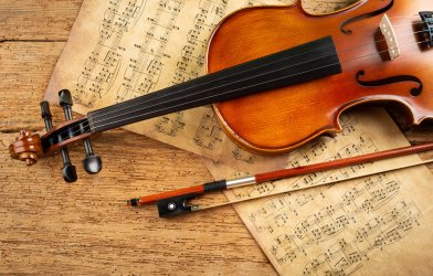 Classical music: violin over musical notes