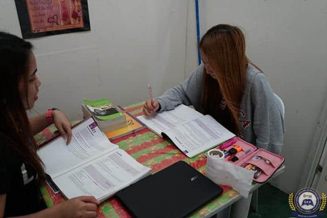 宿霧 SKK 正在攻讀遠距高中課程的韓國籍學生