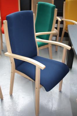 Seniorensthle Stuhl fuer Senioren moderne Bnke rote