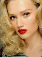 bold-red-lips-valentine's-day-makeup-tips