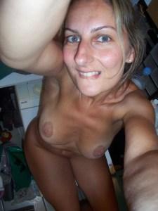 femme mariée du 20 montre son cul en photo
