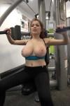 salope sexy exhib sa poitrine naturelle sur le 49 hot
