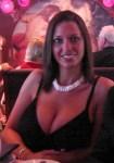 une femme nue sexy de gros seins du 23