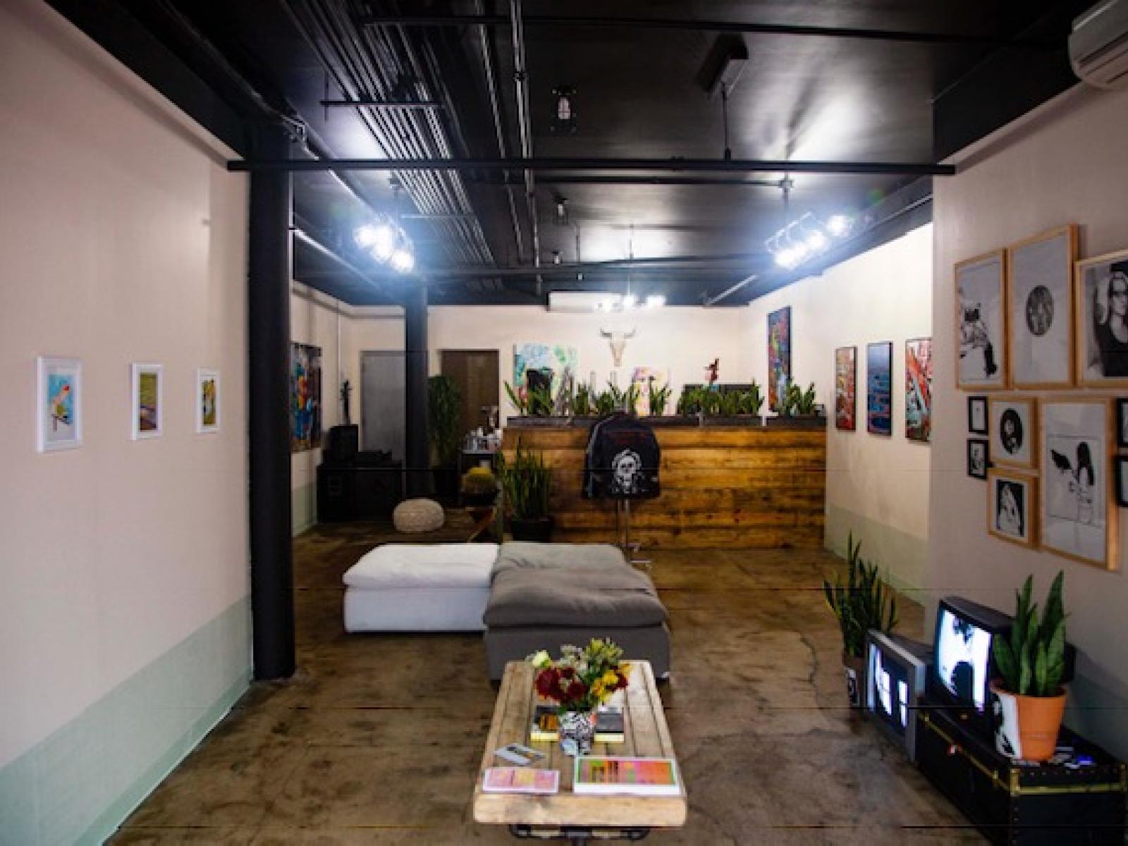 Stusu Storefront Art Painting Studio