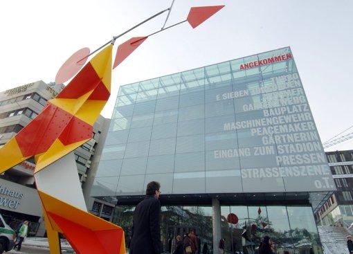 Ist zum Wahrzeichen der Stadt Stuttgart geworden: Das Kunstmuseum am Schlossplatz. Foto: dpa