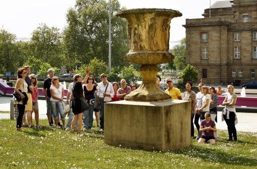 Die Liebesvase vor der Staatsgalerie fängt an zu bröckeln. Foto: FACTUM-WEISE