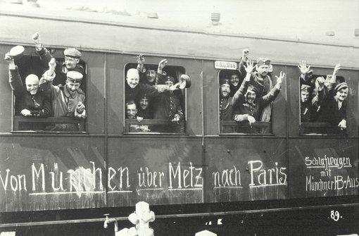 Mobilmachung im August 1914 in Deutschland: Bayerische Soldaten winken in euphorischem Glauben an einen schnellen Sieg. Foto: dpa