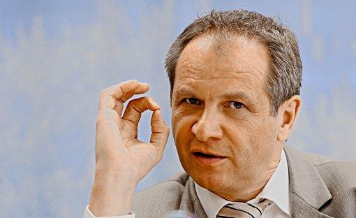 Innenminister Reinhold Gall (SPD) findet eine Enquetekommission ausreichend. Foto: dpa