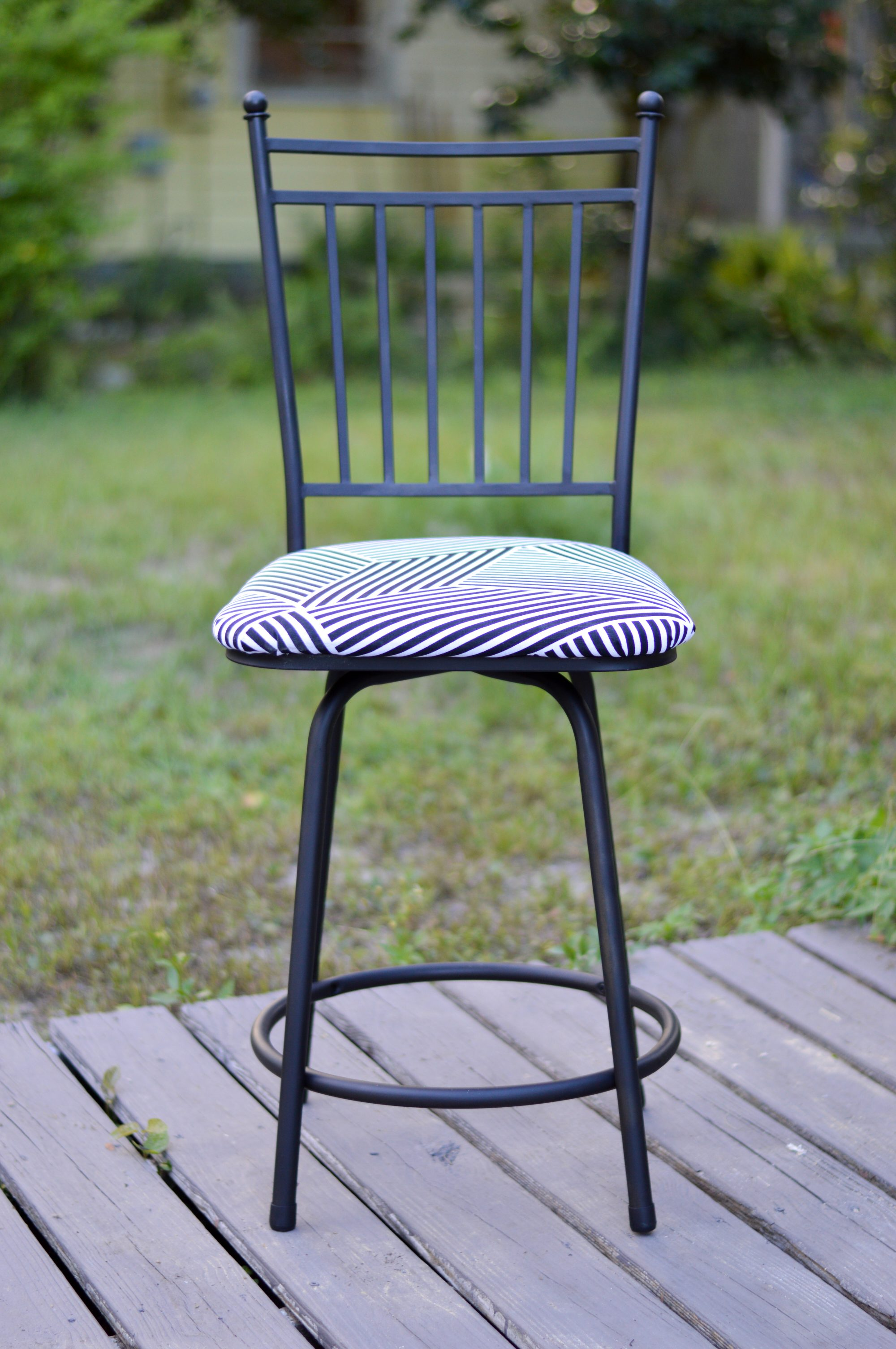 how to reupholster a chair cushion corner old school lawn chairs diy turn your barstools from drab fab styelled