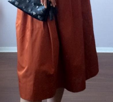 テラコッタカラーのスカート