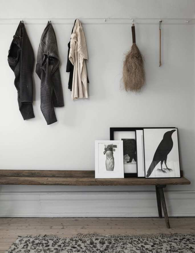 Wall hooks, artwork & wooden bench | Home of Artilleriet's Owners