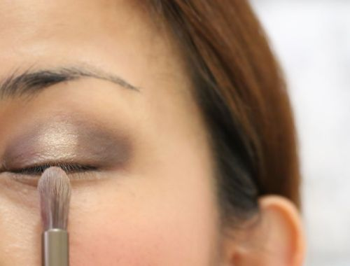 How to apply eyeshadow, makeup tutorial, beauty