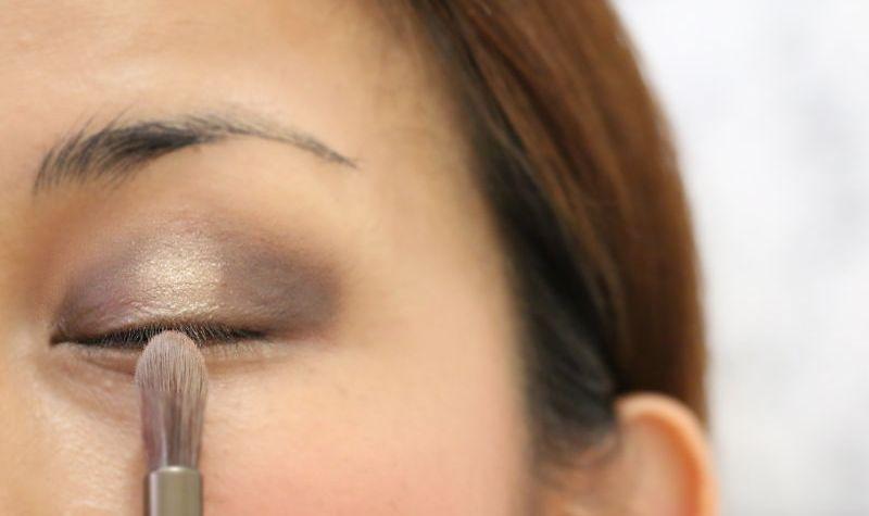 How to apply eyeshadow, makeup tutorial, beauty