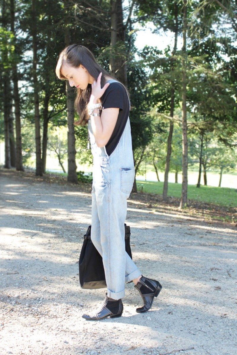 Style Bee in overalls and black.